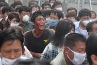『FLU 運命の36時間』 マスクで感染を防ぐ民衆
