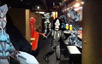 怪獣酒場  普段は宇宙人・怪獣向けに密かに営業していたらしい *怪獣向け営業時の店内イメージです。