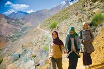 世界の果ての通学路(モロッコ)