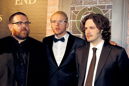 祝!大ヒット『ワールズ・エンド 酔っぱらいが世界を救う!』 (左から)ニック、サイモン、エドガー