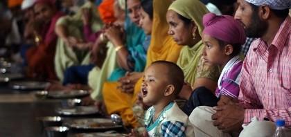 10万人分の豆カレー『聖者たちの食卓』