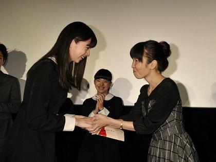 中条あやみ涙の卒業式『零』公開記念舞台挨拶