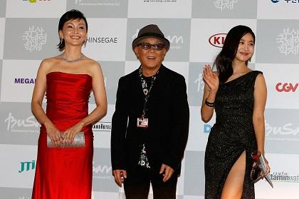 釜山国際映画祭レッドカーペット南果歩イウンウ&廣木監督