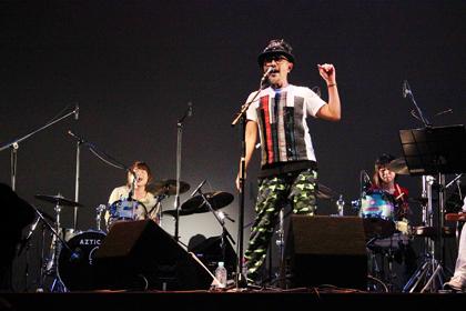 1101ツインドラムで歌う竹中直人