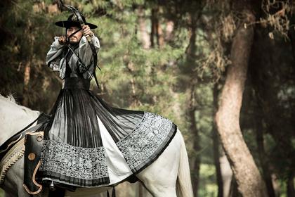 王の涙ヒョンビン衣装黒