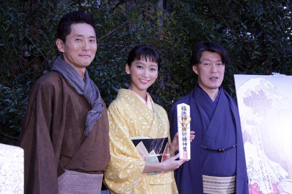 杏、松重、あでやか着物姿。『百日紅』日本橋でヒット祈願