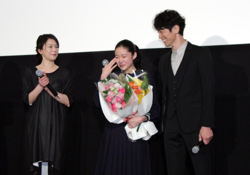 『ソロモンの偽証』卒業式 藤野涼子感涙!初日舞台挨拶