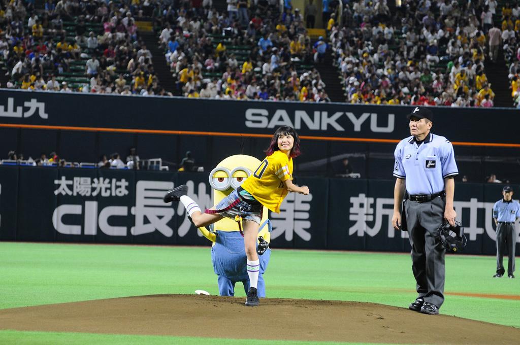 LiSAノーバン投球!初体験『ミニオンズ』始球式イベント