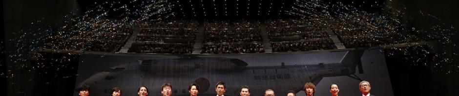 『天空の蜂』完成披露に巨大ヘリ&豪華俳優陣登壇!