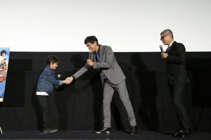 0920『天空の蜂』江口さん、田口くん握手