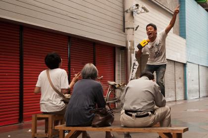 マメカラで唄うファンキー加藤。