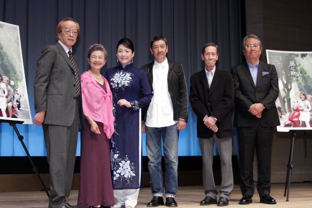 松坂慶子アオザイで登壇「ベトナムの風に吹かれて」完成披露試写会