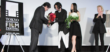 中谷美紀は監督にキス。オダギリジョーは・・『FOUJITA』舞台挨拶