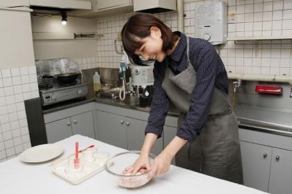 ザンギ作り中の本田さん1