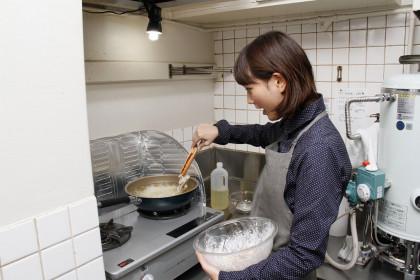 ザンギ作り中の本田さん2