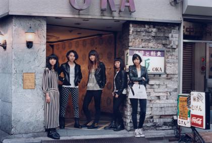 Drop's 中野ミホ(Vo&Gt)、荒谷朋美(Gt)、小田満美子(Ba)、石橋わか乃(Key)、奥山レイカ(Dr)