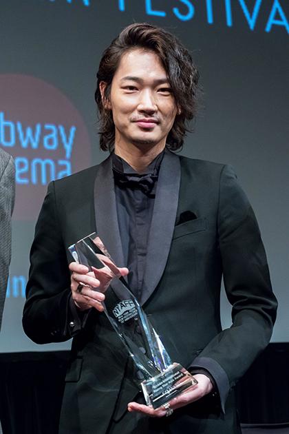 綾野剛がライジング・スター賞を #日悪 で授賞!で初ニューヨーク