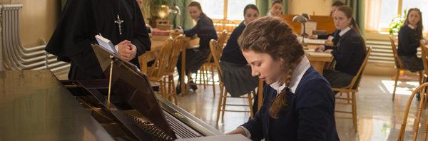 少女が奏でたの未来の音色『天使にショパンの歌声を』ポスター到着!