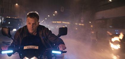 盗んだバイクで走り出す!『ジェイソン・ボーン』画像解禁!