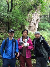 屋久島での脚本リサーチにおける古新舜監督とスタッフとOriHime