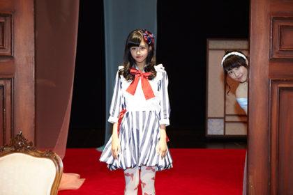 後ろにちょこっとの松井玲奈さんが可愛い!