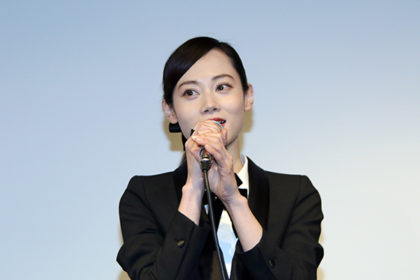 岩井堂聖子のスーツ画像