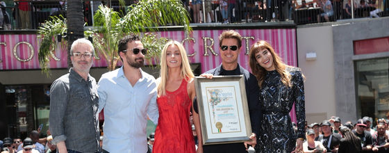 トム・クルーズ<ザ・マミー・デイ> ハリウッドに超巨大な棺出現!!