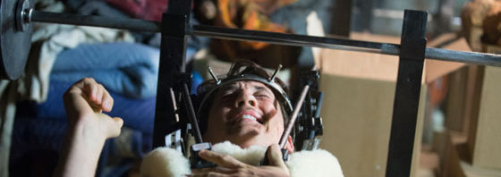 """『ビニー/信じる男』脊椎固定装置""""ハロ""""をつけた本編映像到着"""