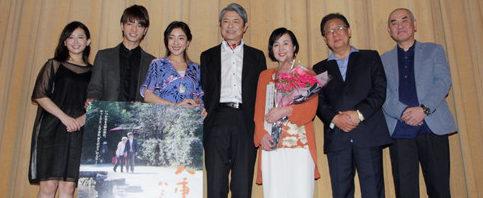 升毅が高橋洋子に短歌で愛伝える『八重子のハミング』東京初日