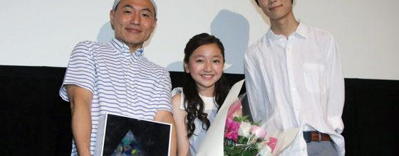 谷花音・下田翔太 花束を湯浅政明監督に『夜明け告げるルーのうた』凱旋!