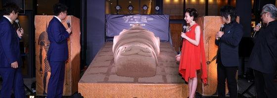 砂の巨大棺にベッキー・銀シャリ・森川智之・山路和弘 感嘆!『ザ・マミー』セレモニー!