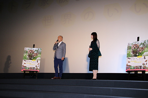 岩合光昭、吉岡里帆『劇場版 岩合光昭の世界ネコ歩き』