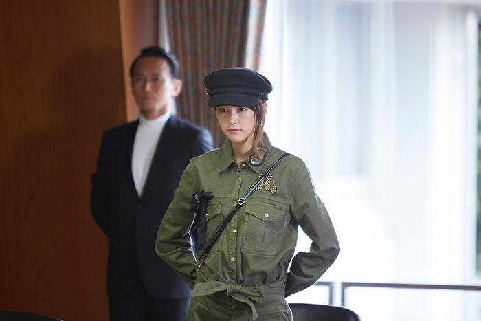 桐谷美玲 仰天ファッションに身を包む場面写真『リベンジgirl』