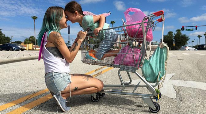 観ている誰もが魔法にかかる『フロリダ・プロジェクト 真夏の魔法』ポスター完成