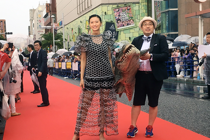 榮倉奈々、李闘士男監督、ワニが沖縄国際映画祭レッドカーペットに!『妻ふり』