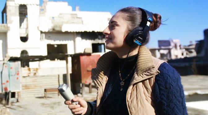 シリア北部女子大生が、コバニの街に希望と再生を伝える姿を追う映画『ラジオ・コバニ』予告解禁