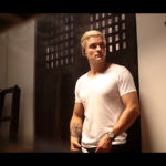 オーランド・ブルーム金髪&鍛え抜かれた筋肉を纏った身体を堂々披露!『スマート・チェイス』新場面写真到着!