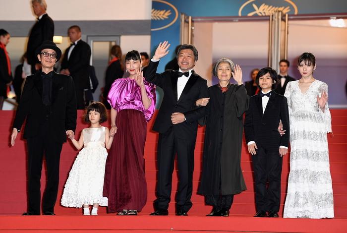 第71回カンヌ国際映画祭映画『万引き家族』スタンディングオベーションに、リリー・フランキー男涙!