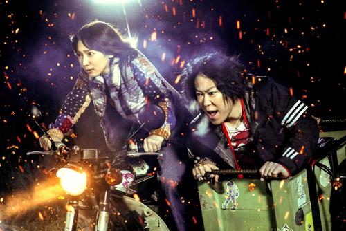 シン(阿部サダヲ)&ふうか(吉岡里帆)が歌う映画『音量を上げろタコ!』