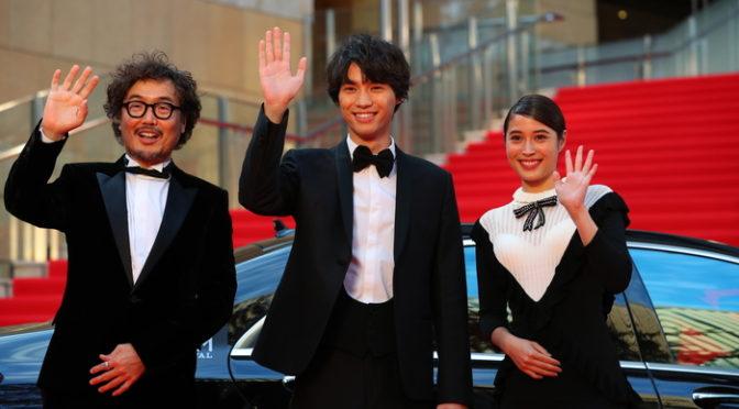 福士蒼汰、広瀬アリス 猫と一緒にレッドカーペット『旅猫リポート』第31回東京国際映画祭