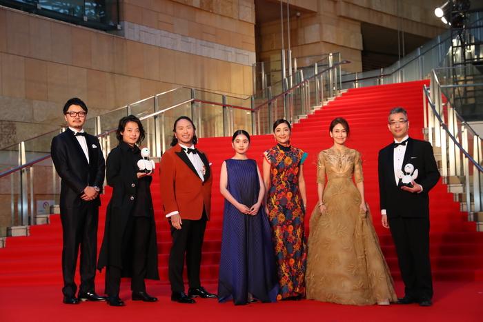福地桃子らがロボットとレッドカーペット第31回東京国際映画祭『あまのがわ』