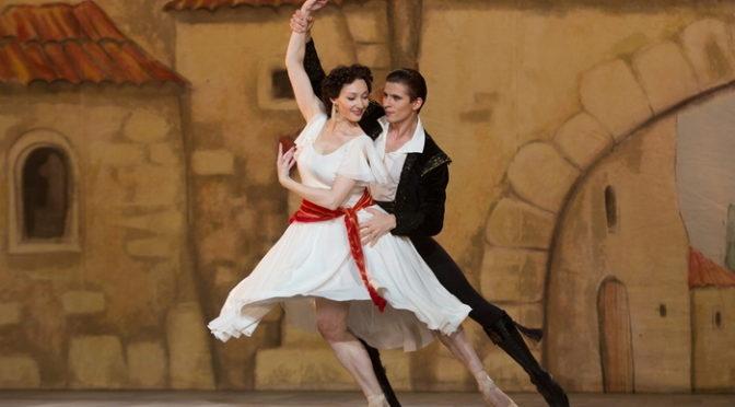 ソ連からバレエの地パリへ『ホワイト・クロウ 伝説のダンサー』場面写真10点到着!