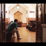 自殺志願者たちを追ったドキュメンタリー「牧師といのちの崖」5週間の追加上映決定