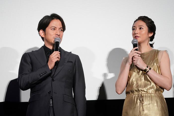 大阪出身なのに岡田准一は関西弁だと調子が出ない!と暴露される!『ザ・ファブル』公開記念舞台挨拶