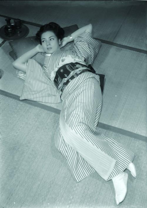 偽れる盛装(C)KADOKAWA1951