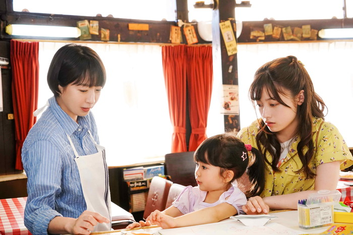 酒井若菜が橋本環奈の母役と発表!「午前0時、キスしに来てよ」仲良し場面写も到着!
