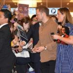 タロン・エガートン来日!羽田に600人のファンがお出迎え!映画『ロケットマン』