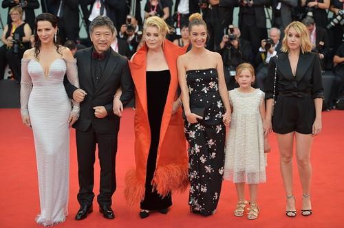 ヴェネチア国際映画祭 『真実』上映後の様子2