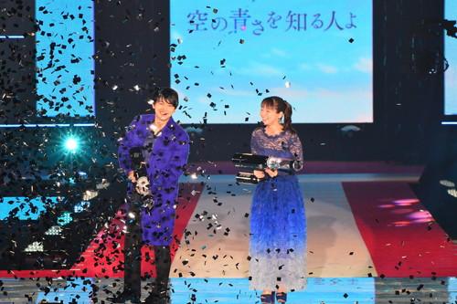 吉沢亮-吉岡里帆-『空の青さを知る人よ』×「ガールズアワード2019」
