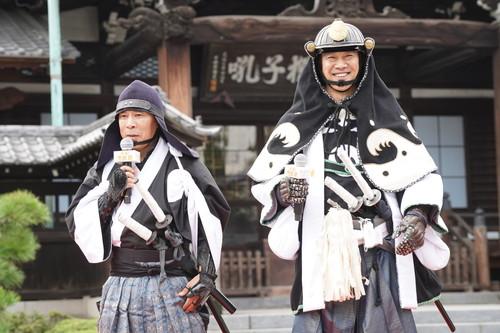 『決算!忠臣蔵』堤真一×岡村隆史、る泉岳寺で大ヒット祈願